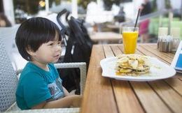 Chuyên gia Úc, Mỹ khuyên không nên cho trẻ uống nước trái cây, bác sĩ Việt nói gì?