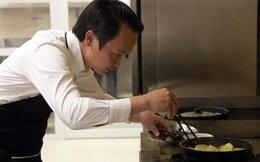 Tỷ phú Trịnh Văn Quyết bất ngờ xắn tay vào bếp nấu ăn cho cán bộ nữ