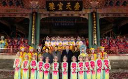Những giờ đầu tiên của ông Trump ở TQ: Ăn tối và xem kinh kịch ở Tử Cấm Thành, cho ông Tập xem video cháu ngoại hát tiếng Trung