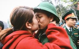 Nụ hôn và nước mắt tiễn tân binh lên đường nhập ngũ trong ngày valentine