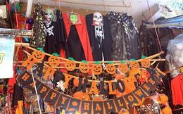 """Phố Hàng Mã tràn ngập đồ chơi """"ma quỷ"""" rùng rợn trước lễ Halloween"""
