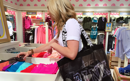 Chuyện lạ ở cửa hàng Victoria's Secret: Nhân viên sẽ bị sa thải nếu phát hiện và ngăn chặn khách hàng ăn cắp vặt