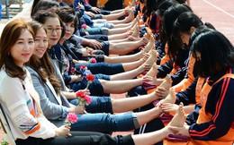 Nhân 20/11, cùng tìm hiểu ngày nhà giáo trên thế giới: Học sinh Hàn tặng hoa cẩm chướng, người Nhật lại không có ngày lễ này vì lí do bất ngờ
