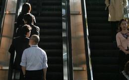 Bất ngờ với lý do hãng tàu Nhật Bản kêu gọi người dân... 'bớt lịch sự', không đứng hết về 1 phía khi đi thang cuốn