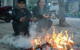 Chùm ảnh: Rét đậm rét hại chỉ còn 9 độ C, người Hà Nội đốt lửa sưởi ấm từ giữa trưa