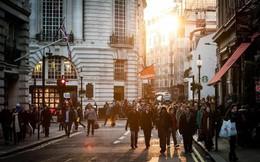 Nghiên cứu chỉ ra: Người giàu thường không để ý những người lướt qua họ trên phố