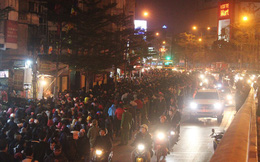 Nghìn người chen chân vái vọng, dâng sao giải hạn tại chùa Phúc Khánh