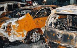 Hàng trăm xe máy, ô tô hạng sang bị cháy trơ khung tại chung cư Carina được kéo ra ngoài bán sắt vụn