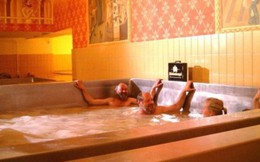 Hơn 7 triệu đồng một lần thỏa sức bơi trong bia - trải nghiệm không hề phí tiền