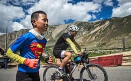 """Ông bố """"của năm"""", quyết rủ cậu con trai cùng đạp xe hơn 2000km để thử thách lòng kiên trì"""