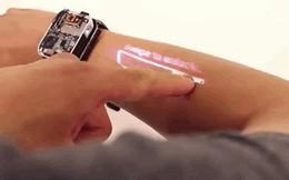 Chiếc smartwatch kiêm máy chiếu này sẽ biến cánh tay bạn thành màn hình cảm ứng