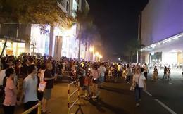 Tháo chạy khỏi TT thương mại Crescent Mall, quận 7 trong đêm