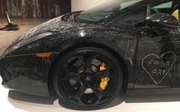 Ở Việt Nam, lỡ làm xước siêu xe phải đền tiền còn ở Đan Mạch, bạn có thể cào xước chiếc xe Lamborghini này thỏa thích