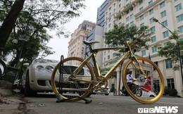 Bí ẩn chiếc xe đạp mạ vàng đắt ngang chung cư, người mua ra giá cả tỷ đồng