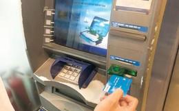 """Vào """"chợ đen"""" thẻ ATM"""