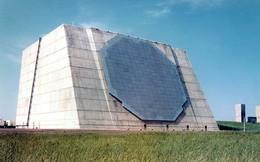 Chiếc radar đứng trơ trọi trên đảo này sẽ bảo vệ nước Mỹ khỏi các cuộc tấn công tên lửa bất ngờ