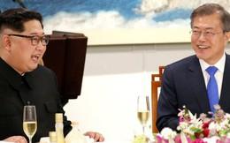 Ông Kim Jong Un nhận một USB từ tổng thống Hàn Quốc, chứa thứ sẽ giúp Triều Tiên nối lại đường giao thương với Nga, Trung Quốc và Châu Âu