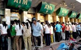 Các ngân hàng lớn tăng phí rút tiền: Tận thu hay bù lỗ?