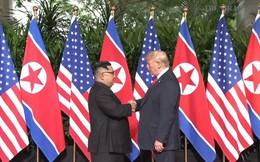 Trực tiếp: Ông Trump và ông Kim đã thực hiện cái bắt tay lịch sử