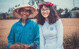 Nữ sinh mặc áo dài, lội ruộng chụp ảnh với cha trong ngày bế giảng: Mình chẳng ngại gì khi cha mẹ là nông dân