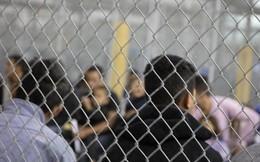 Ảnh bên trong khu tạm giữ trẻ em nhập cư khiến dư luận Mỹ sục sôi