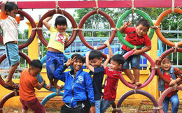 [Sống đẹp] Nhận về những vỏ lốp ô tô hư hỏng và đây là cách mà nhóm bạn trẻ tạo nên một sân chơi cho các em nhỏ ở Bình Phước