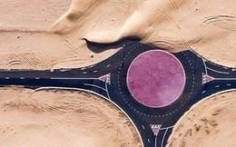 Ngỡ ngàng trước cảnh các con đường UAE ngập chìm trong cát sa mạc