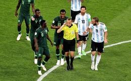 Tại sao Argentina thoát phạt đền dù Rojo để bóng chạm tay?