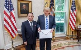 """Soi bức thư """"khổng lồ"""" ông Kim gửi ông Trump"""