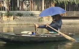 Phong cách lái đò bằng chân siêu ngầu tại Việt Nam gây sốt MXH nước ngoài
