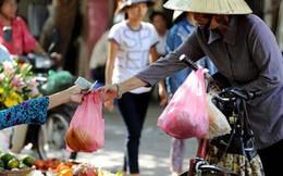 Nguy cơ... ăn phải nhựa hàng ngày, người Việt vẫn thấy 'hồn nhiên' dùng túi ni lông, ống hút nhựa vô tội vạ