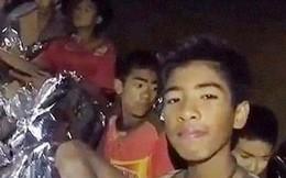 Câu chuyện truyền cảm hứng từ cuộc giải cứu các cầu thủ nhí Thái Lan: Bạn tuyệt đối không đơn độc, bởi sau lưng có cả một thế giới sẵn lòng nâng đỡ