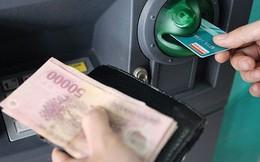Các ông lớn ngân hàng bỏ túi bao nhiêu từ phí thẻ ATM?