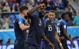 CĐV Pháp ăn mừng vào chung kết, pháo sáng rực trời đêm