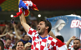 CĐV Croatia mừng phát điên khi đội nhà lần đầu tiên vào chung kết World Cup