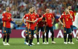 World Cup 2018: Đội nhà bại trận, CĐV lột áo Tây Ban Nha, mặc áo Nga ngay trên khán đài