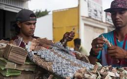 Lạm phát kinh hoàng ở Venezuela: Đi chợ phải mang xe đẩy chở tiền