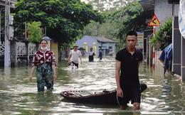 Hà nội: Ngập lụt, hàng nghìn người dân ăn mì tôm qua ngày