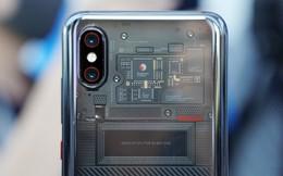 Hóa ra mặt lưng trong suốt nhìn được bảng mạch của Xiaomi Mi 8 EE chỉ là giả, gắn vào cho đẹp chứ không dùng được