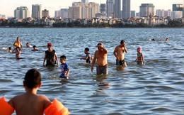 Hồ Tây thành bãi biển tắm tự do giữa Thủ đô