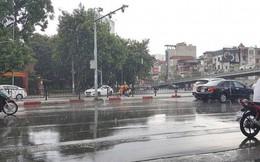 Thủ đô Hà Nội đón cơn mưa giải nhiệt đầu tiên sau những ngày nắng bỏng da rát thịt