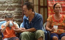 Tình người trong dãy trọ 15k/ đêm ở Hà Nội: Ông chủ tự bỏ tiền túi lắp điều hòa, quạt mát cho người nghèo trốn nóng