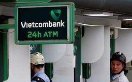 Tin không vui cho khách hàng Vietcombank: NH này vừa bất ngờ tăng phí rút tiền ATM thêm 50%, 1 tuần nữa áp dụng ngay