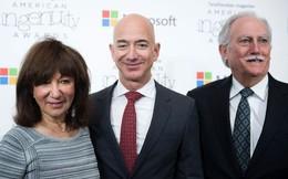 Khoản đầu tư mạo hiểm thành công nhất mọi thời đại: Vét sạch túi góp hơn 200.000 USD cho con lập Amazon dù 'chẳng hiểu nó kinh doanh gì', giờ thì cha mẹ Jeff Bezos cũng là tỷ phú