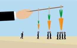 """Để tạo động lực nhiều hơn cho nhân viên, nên dùng """"cây gậy"""" hay """"củ cà rốt""""?"""
