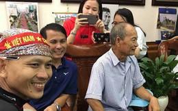 Cổ động viên đến nhà Quang Hải từ sớm để theo dõi trận Olympic Việt Nam gặp Olympic Hàn Quốc