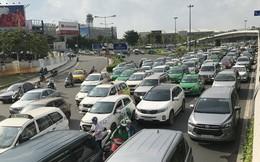 Không sự cố, giao thông cửa ngõ sân bay Tân Sơn Nhất vẫn rối loạn
