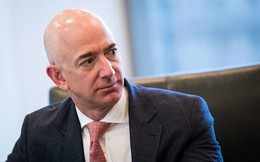 """Thức dậy trong nỗi sợ hãi: Yêu cầu """"oái oăm"""" của ông chủ giàu nhất thế giới dành cho nhân viên"""