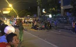 Thanh sắt giàn giáo rơi xuống đường giờ cao điểm đè trúng 3 xe máy, 1 phụ nữ tử vong