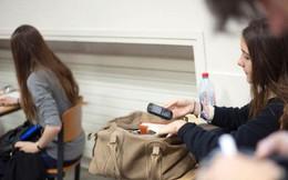 Pháp cấm sử dụng điện thoại di động trong trường học trên toàn quốc